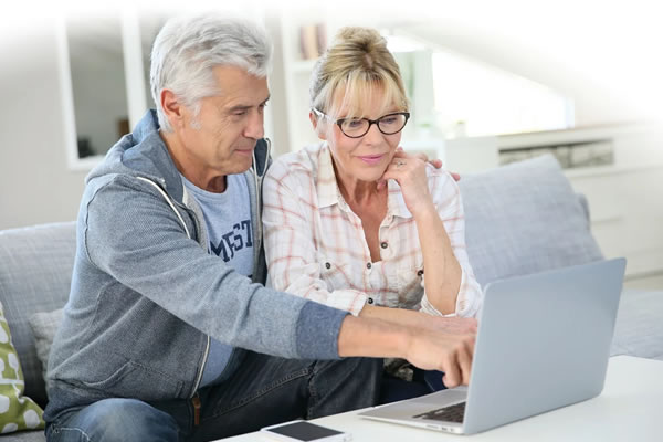 couple-laptop